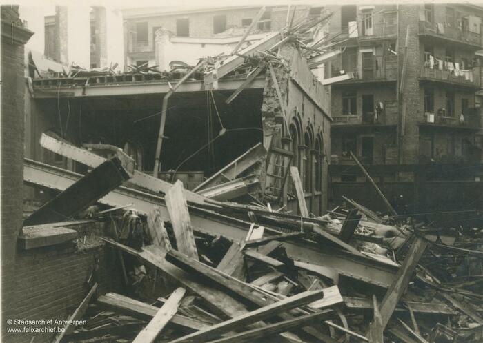 Décombres à la Durletstraat touchée par une bombe V