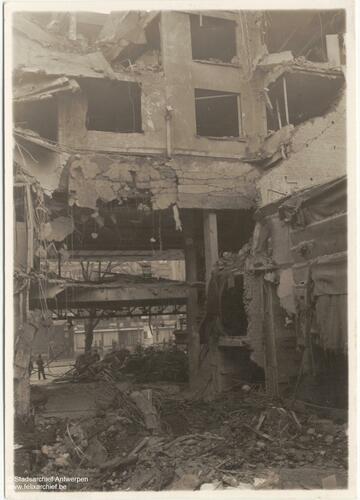 Le Cinéma Rex en ruines